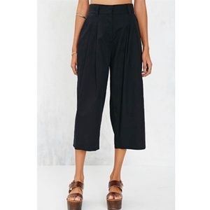 Alice + UO | Black Crop High Rise Pleated Pants